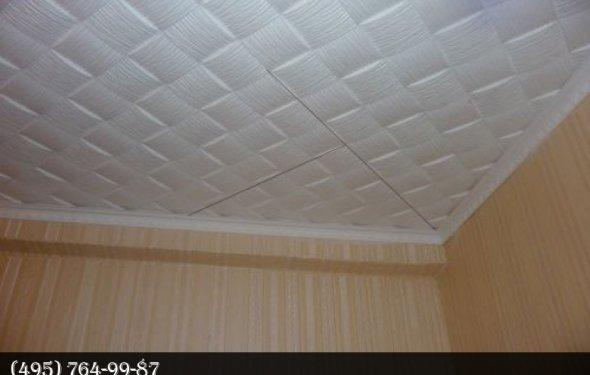 Поклейка диагональю потолочной